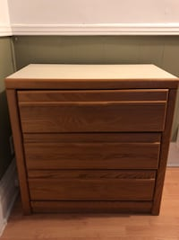 Brown wooden 3-drawer chest Montréal, H2S 2P7
