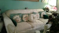 Nice clean pure white couch Pomona, 91768