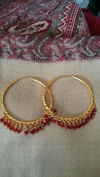 pair of gold-colored hoop earrings Orangeville, L9W 4Z7