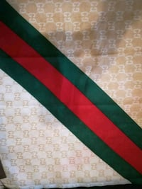 green and red area rug Mississauga, L4Z 3M4