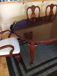 Dining table and Six chairs Beaconsfield, H9W 1K3