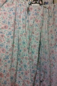 Curtains 3-flowered $3 Bakersfield, 93307