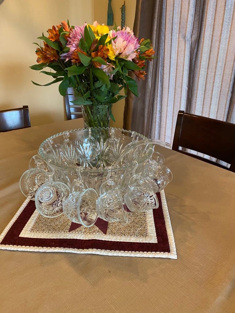 Photo Vintage Glass Punch Bowl