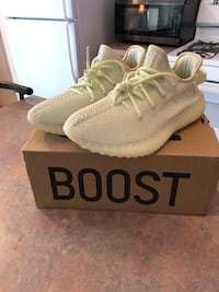 pair of white Adidas Yeezy Boost 350 on box Romeoville, 60446