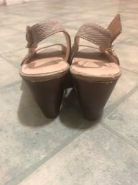 BCB Generation Tan leather peep-toe wedges size 8.5 Denver, 80223