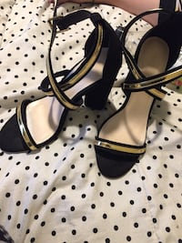 Black and gold heels size 9 Akron, 44305