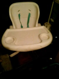 baby's white and green high chair Breaux Bridge, 70517