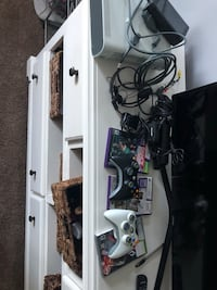 Xbox 360 with Kinect, 1 Controller, 3 Games, Mic Wynantskill, 12198