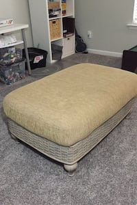 Ottoman with removable cushion