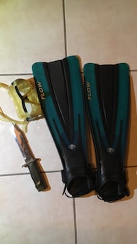 Black-and-green flippers, flippers, scuba,diving ,free diving, mask, cressi, knife, gear, hunting, snorkeling, floating fins, body glove Los Angeles, 91342