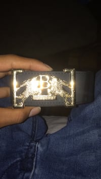 Burberry belt  44 km
