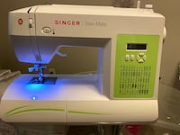 Singer Sewing Machine. Great Condition!