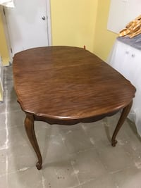 Solid wood dinning table, 4 chairs Vaughan, L4H 2A8