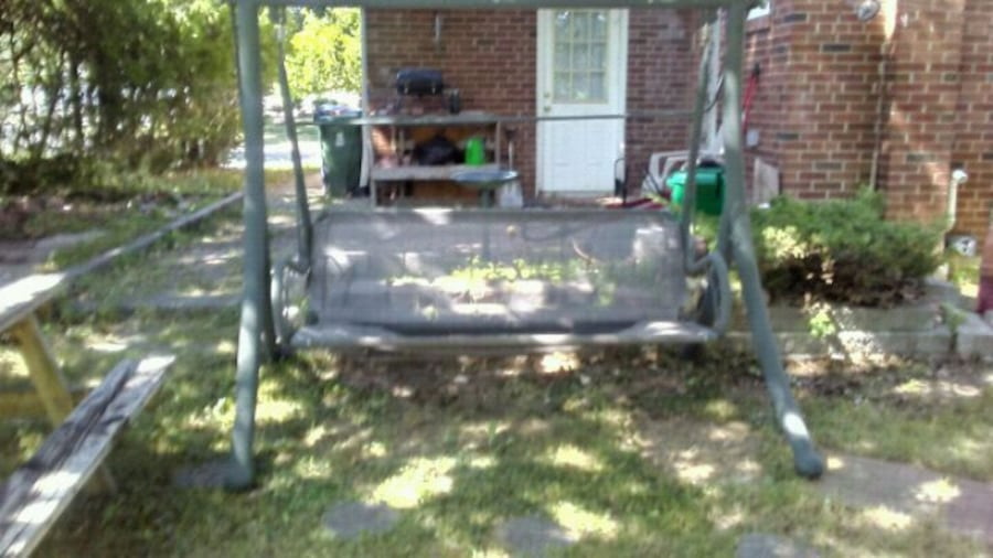 4 PERSON OUTDOOR SWING  eb1644b4-d127-4965-a9d3-96838004df1f