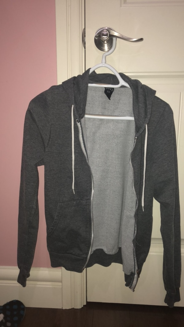 grey sweater size M