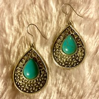 NEW Silver Tone Teardrop Earrings w/Blue-Green Center Stone Jefferson City, 65109