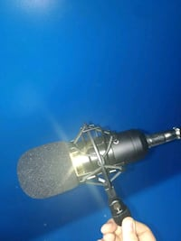 Neewer nw-800 and microphone stand and Power Oshawa, L1G 3M7