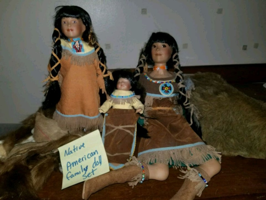 Photo Native American doll family
