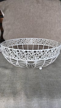 White metal fruit basket  Lynnwood, 98087