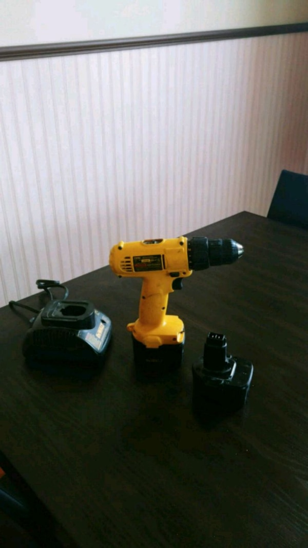 yellow and black cordless power drill