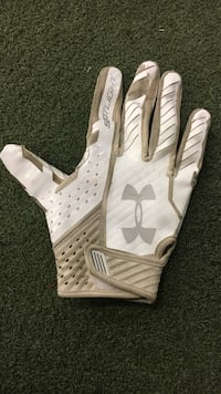 Under Armor Batting glove adult L for right hand Lubbock, 79403