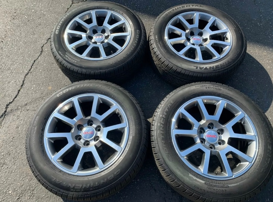 Photo OEM GMC Yukon/Sierra 20 inch Rims and Tires