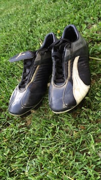 Black and White slightly used PUMA Cleats Thunder Bay, P7G