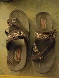 pair of brown Skechers sandals sz 6 Forest, 39074