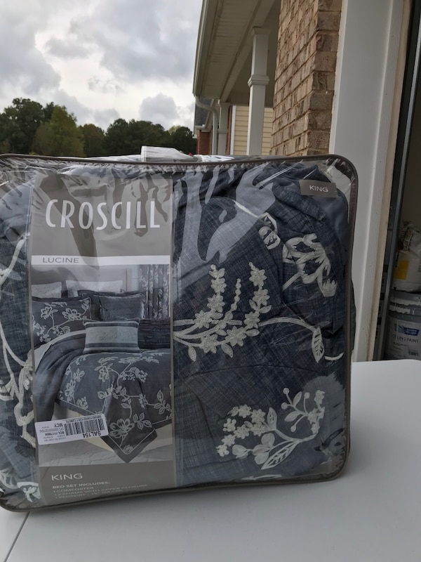 0d0de72f6bc9 Used Black and gray camouflage print bag for sale in Loganville - letgo