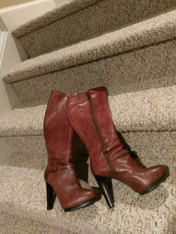 7.5 Leather Nine West Boot (Retail $120)