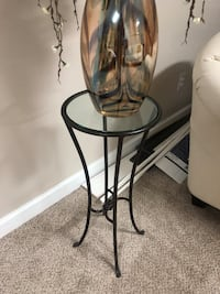 Plant stand or end table Baltimore, 21206