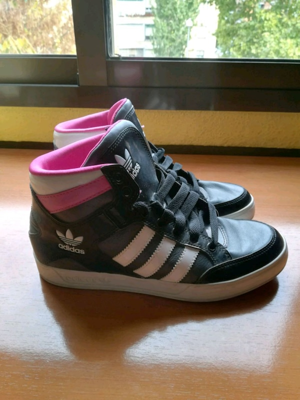 Zapatillas Adidas mod. The Brand with the 3 stripe
