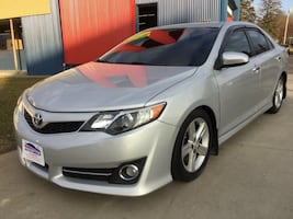 *LOW MILES* *LEATHER* 2014 Toyota Camry L -- GUARANTEED CREDIT APPROVAL!