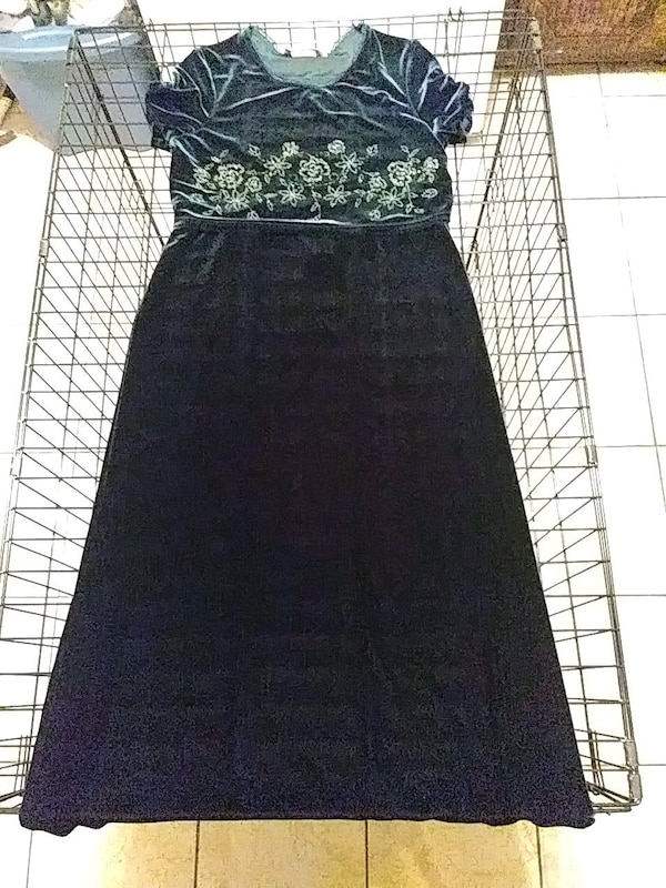 b10d791e8 Used Green velvet holiday dress with floral embroidery for sale in El Paso  - letgo