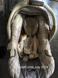 baby's gray and white car seat carrier 卡尔加里, T2X