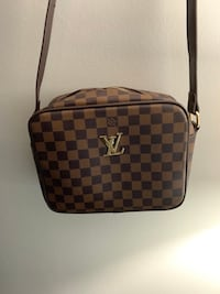 Louis Vuitton side bag Guelph, N1E 6H9