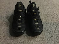 Pair of black nike air max shoes for sale  Baltimore, 21205