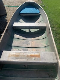 12' V Fishing boat With trolling motor