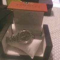 round silver-colored analog watch with box Ottawa, K2J 0Y2