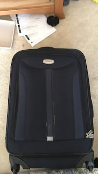 Medium suit case (like new) Bakersfield, 93311