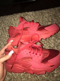 Pair of red nike huarache shoes Colorado Springs, 80903
