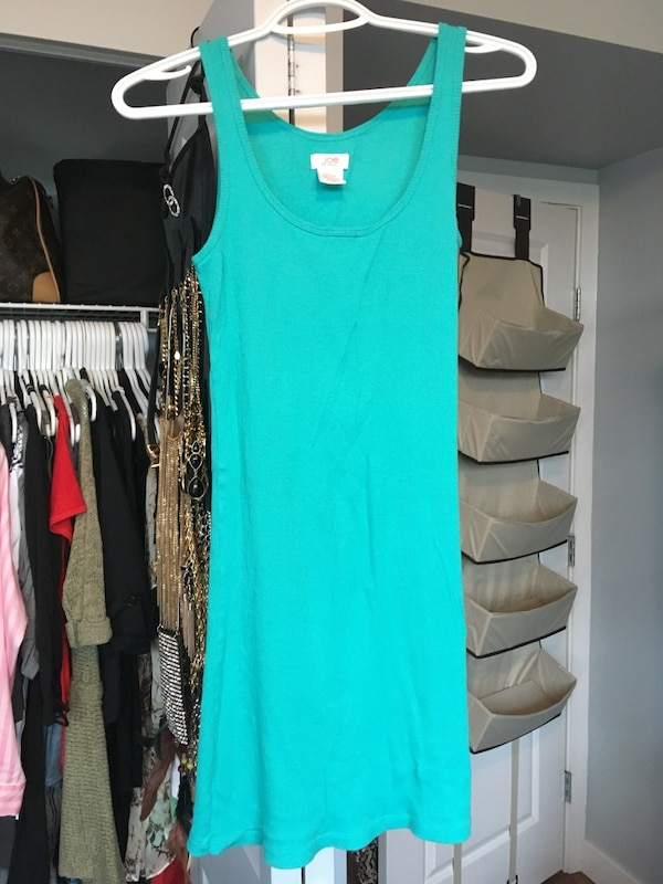 Tanks size small $5 each or 3 for $10 24c4f2bf-daf8-4443-9103-b04875b48dae