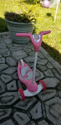 Toddlers pink scooter McAllen, 78501