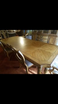 Gorgeous set china cabinet and table with 6 chairs  Saint Louis, 63125