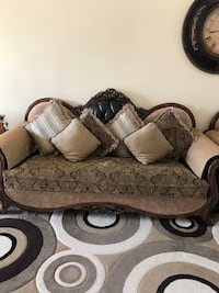 gray and white floral fabric sofa Windsor, N8P 1R2