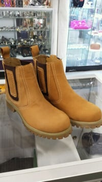 pair of brown suede Chelsea boots Mississauga, L5B