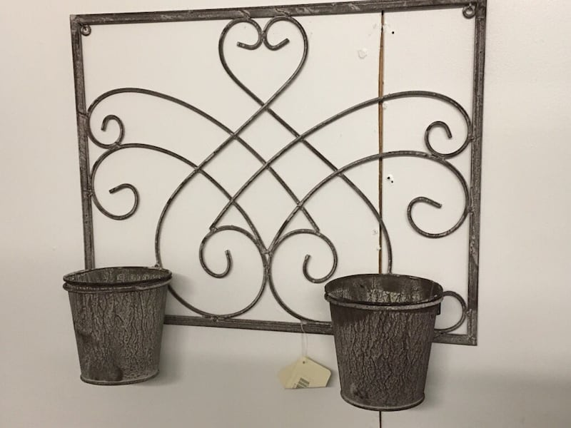 New Wall hanging metal new Planters  Just add tou fav plants 29393155-75ed-4791-900e-77b60813c639
