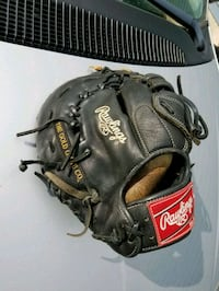 Rawlings first baseman's mitt for right-handed thr