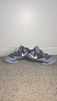 pair of gray Nike basketball shoes Marion, 46933
