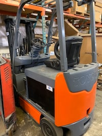 2012 48 volt electric fork lift